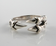 R288 Claws Ring