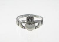 R41 Silver claddagh ring
