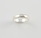 R96 Plain band ring