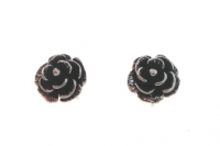 S146 Large rose studs
